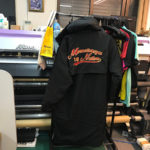 ベンチコート背中部分に刺繍。ところが設定ミス(涙)自社用でよかった。の巻