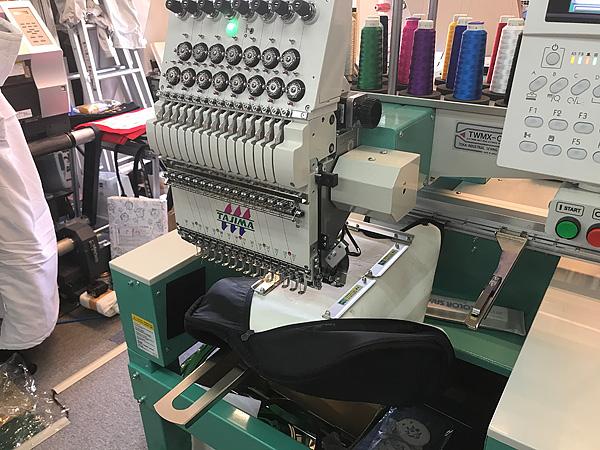 大型刺繍機