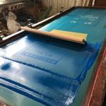 シルク印刷工場は久しぶりのバッタバタ。私は黙々と電照看板作り。