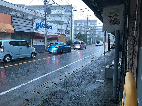 福岡は大雨で避難警報出てます。