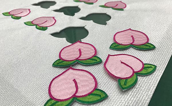 刺繍ワッペン桃
