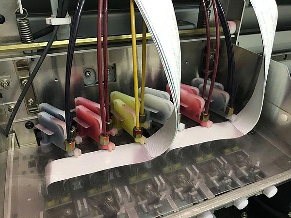 大型のインクジェットプリンターのダンパー交換