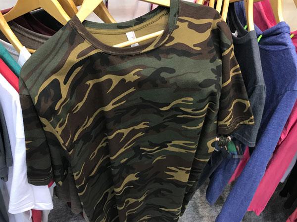 迷彩柄Tシャツ