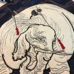今年の大晦日はスカジャンの背中へ北斎漫画を刺繍。