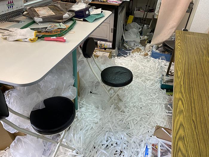散らかった事務所